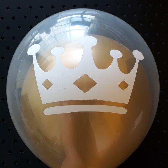 Balão Duplo Coroa do Príncipe Branca com Dourado Tamanhos dos Balões: 11 e 9 Polegadas (28 e 24 cm de Diâmetro) Qualidade superior Dura mais tempo Brilha mais Cada kit contém: 40 Unidades de Balões 20 Balões Transparentes + 20 Balões Lisos Leia com Atenção! Importante! Após i...