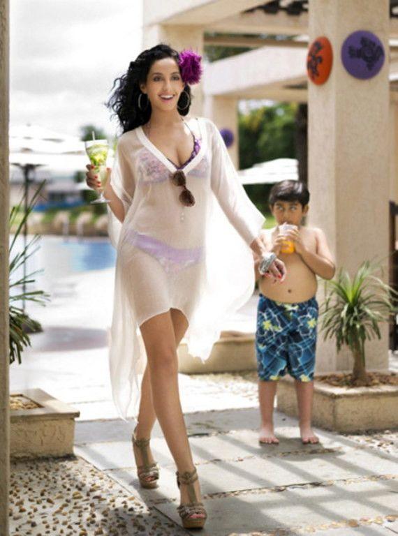 42 best wardrobe adjustments images on pinterest celebs for Hot family pics