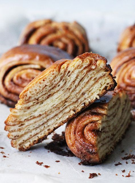 Super Swirly Cinnamon Buns recipe, how good do these look? Suday morning breakfast with a hot coffee. Oh god.