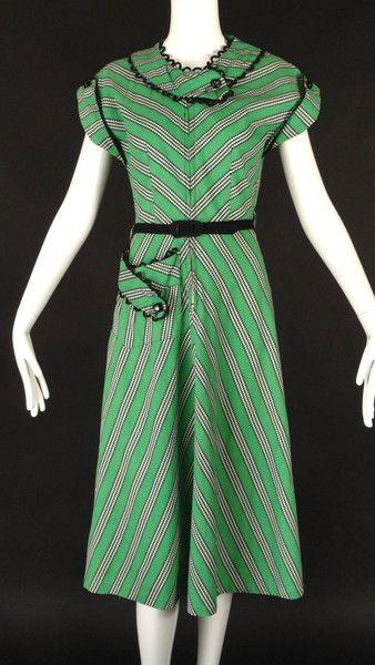 1940's dress. Cute idea for pocket  loop trim