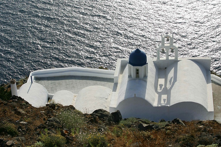 Tholos Resort Hotel Santorini - Imerovigli village.   The chapel of Panagia Theoskepasti at the front side of Skaros rock overlooking the Aegean sea