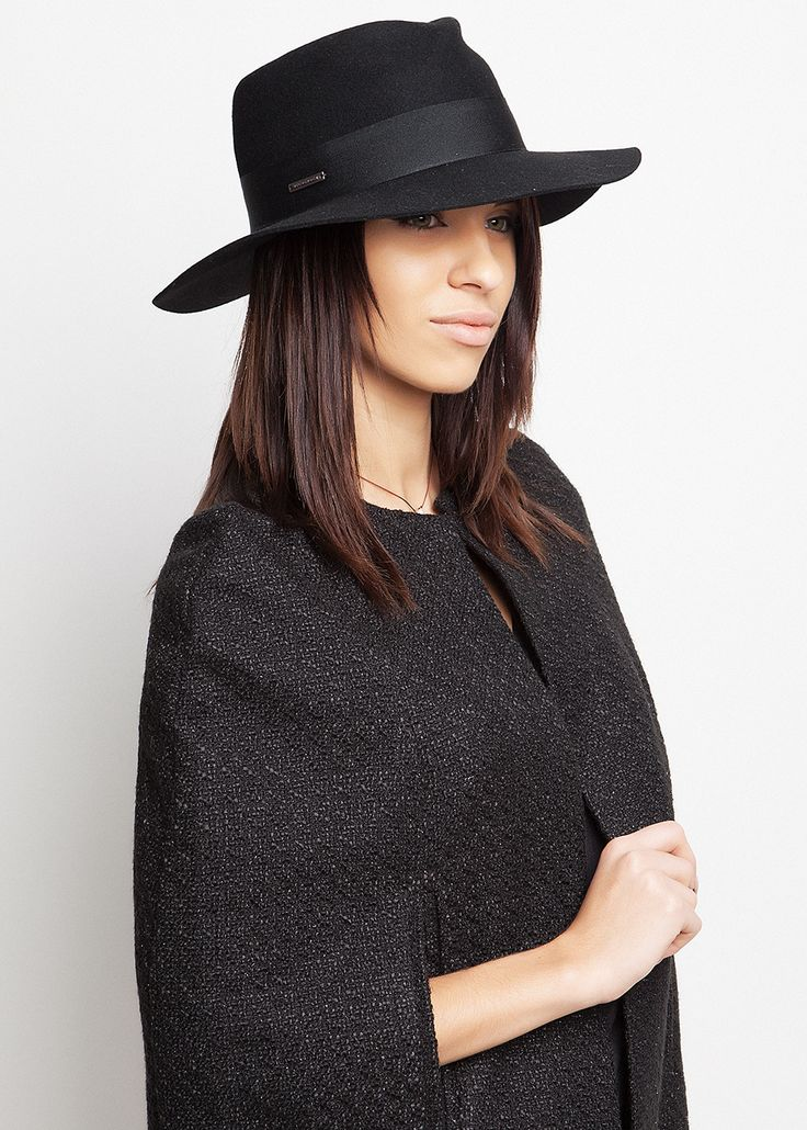 Last minute Christmas shopping? Oh yes! SeeBerger Hat & Charites cape! #Stylebubbles #fashion #xmasshopping #onlineshopping