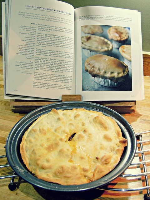 Hairy dieters low fat mince beef and potato pie