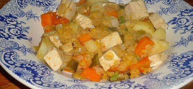 Mijn kimchi fermenteer nu al twee wekend en word dus bij de dag al hoe lekkerder. Hier weer een receptje op mijn zoektocht naar lekkere veganistische recepten. Op de foto had ik ook tofu erdoor, maar achteraf vond ik dit een overbodig toevoeging.