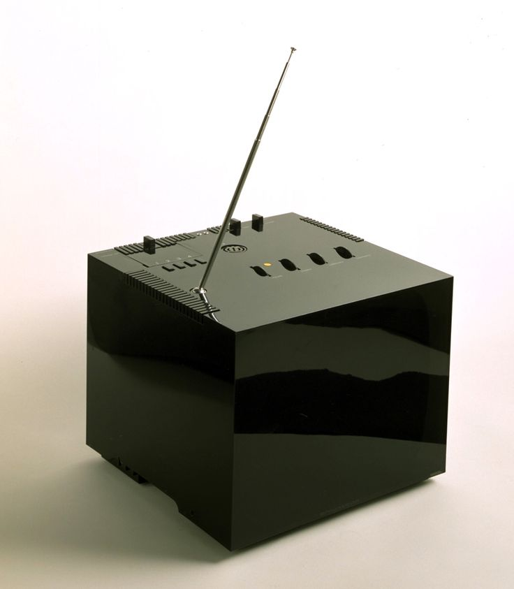 realremnantsoffictivebeauty:  Brionvega Black 201 Television set, Richard Sapper and Marco Zanuso, 1969.