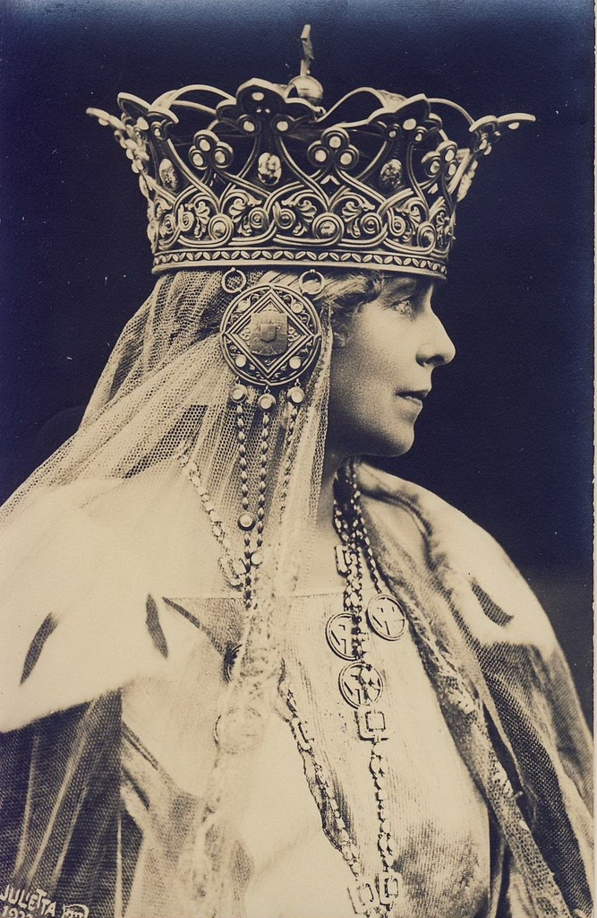 Marie of Romania was Queen consort of Romania from 1914 to 1927, as the wife of Ferdinand I of Romania. She was called Missy by her family. | c 1920s
