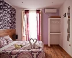 Hostal Abel Victoriano: Centrally located hostel in the famous street in San Bernardo, a few steps from the main attractions for tourism in the city are the Puerta del Sol, Gran Vía and so on. Is characterized by a very economical, clean, heated, Open 24 Hs TV, served by friendly people