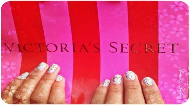 Tutti in sieme gli Angeli di Victoria's Secret Su un unica passerella, sono state presentate i marchi di lingerie di lusso di Victoria's Secret. Sulla passerella hanno svilato le più belle modelle del mondo. La sflilata è stata svolta nella merav #victoria'ssecret #sfilata #angeli