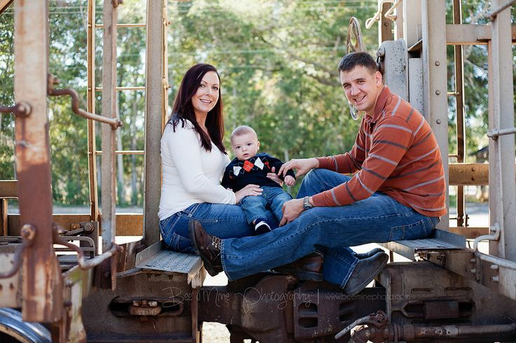 Bee Mine Photography | Canton Ohio Photography | Family Photos | Photos with train | Family Pictures