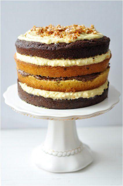 Hát íme A torta. Rém büszke vagyok rá:) Szerintem állat jól néz ki, Laci - a haszonélvező, akinek a szülinapjára készült, - csak hamburger-tortának...