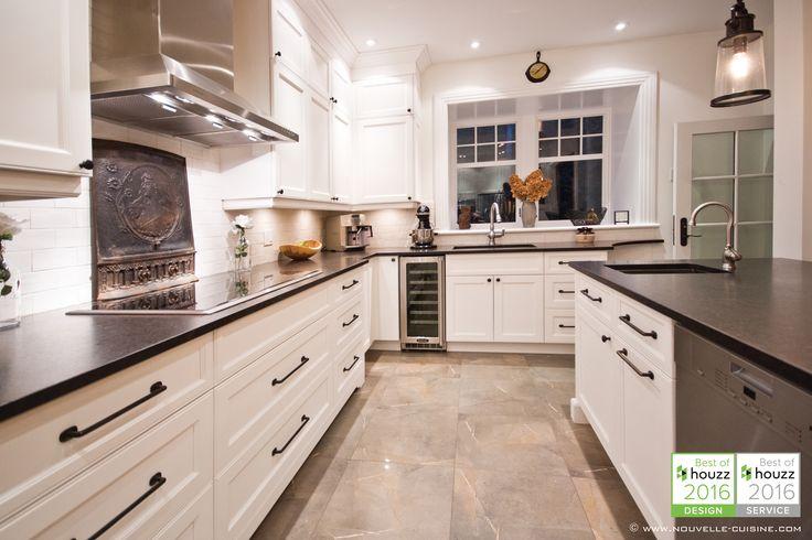 Shaker style kitchen with lacquered cabinets and mat granit countertops. / Cuisine de style 'shaker' avec armoires en laque opaque et comptoirs en granit mat.