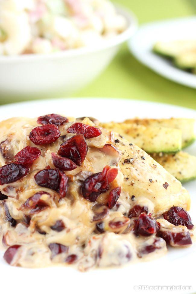Esta receta baja en grasas de pollo con arándanos queda perfecta en el menú de Navidad o de año nuevo, disfrútala con toda tu familia