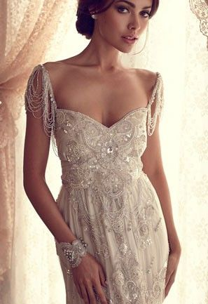 Anna Campbell almost sweetheart neckline #wedding dress.