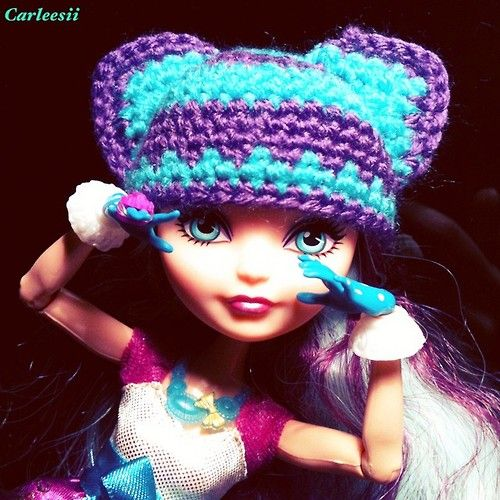 Carleesi - crocheted Cheshire-inspired hat for EAH doll