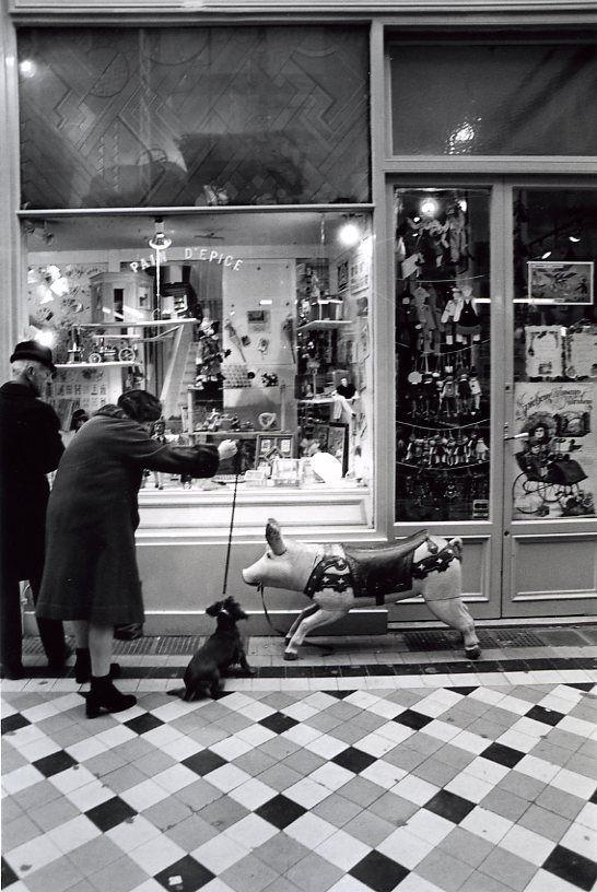 Robert Doisneau. Passage Jouffroy 1981