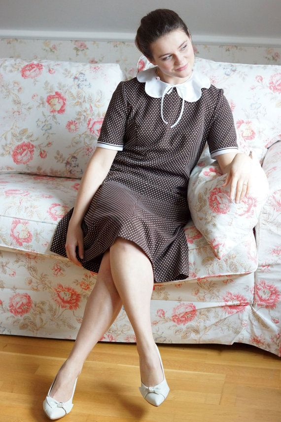 Vintage brown dress with puritan / round collar by VintagEraShop