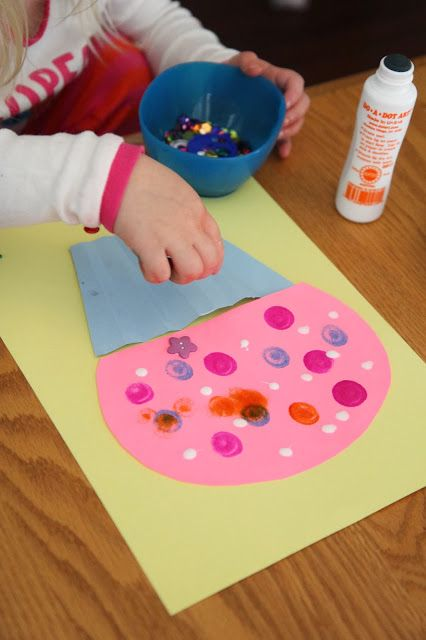 Cupcake Craft for Kids {Laura Numeroff Virtual Book Club for Kids Blog Hop} @ToddlerApproved