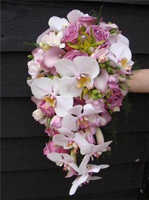 Cascading pink and white orchid bouquet. roze wit trouwboeket orchidee - Google zoeken #white #orchid