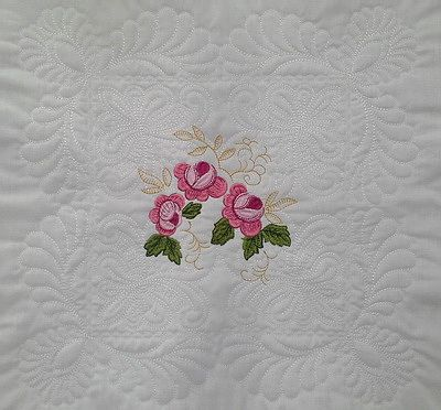 EW079 – ITH Feathers Hearts and Roses Quiltblock 1