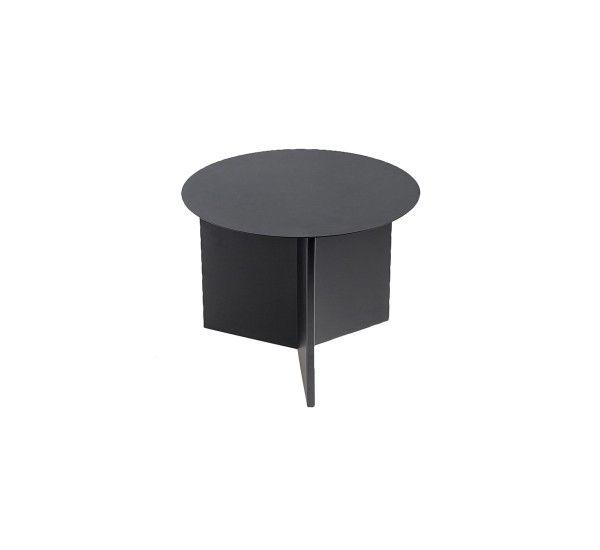 Slit è un tavolino prodotto da Hay, realizzato in metallo in diverse finitureverniciato a polvere o con finitura a specchio. Stilt è una famiglia di tavolini disponibili in tre forme diverserotondo, rettangolare e esagonale; e in cinque colori contemporanei e nelle finiture di ottone o specchio. Il design di Stilt è ispirato agli origami mentre il nome deriva dalla fenditura presente nella struttura del tavolino dovuta al piegamento della lastra di metallo. I tavolini Slit sono perfetti…
