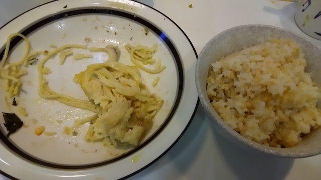 不味そう飯: 残飯度が高い。スパゲティーグラタンの食い残しなのだから、そのまま正攻法に残飯なのだが。