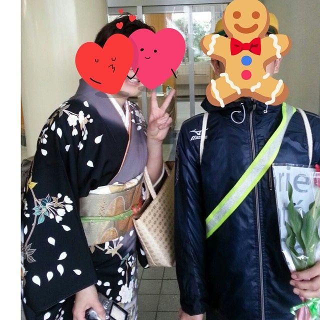 東亜会会員さんが息子さんの小学校卒業の時に撮った写真です。いつまで一緒に撮ってくれるかなと話していました✨ 中学校は楽しいと話してるそうです #東亜和裁#東亜和裁2015きもの祭り  #加賀友禅 #卒業