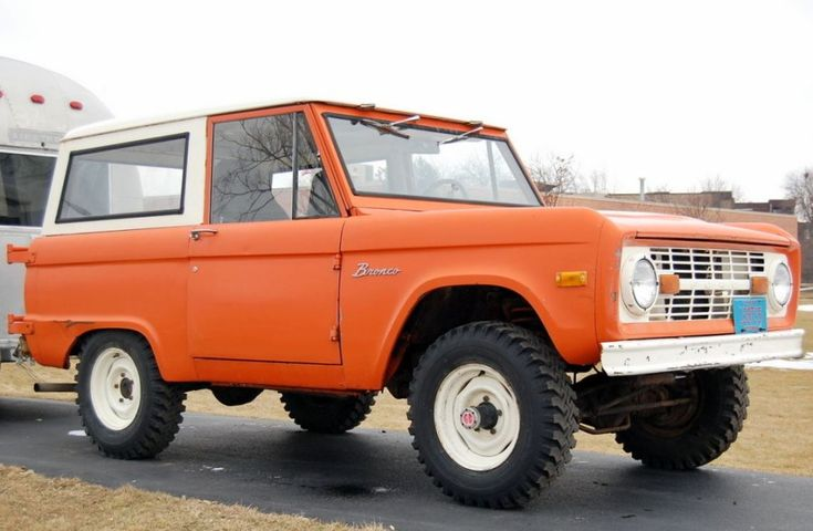 39 74 ford bronco w six cylinder and three on the tree for Garage ford saix