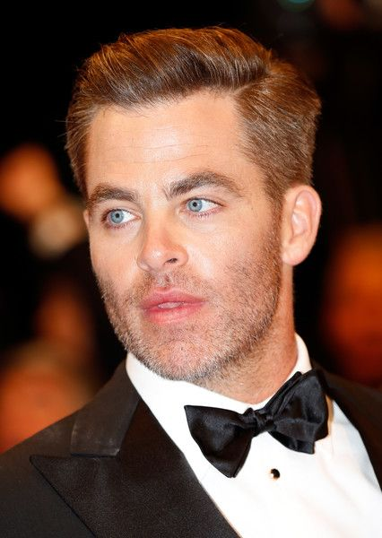"""Chris Pine Photos - Actor Chris Pine attends the """"Hands Of Stone"""" premiere during the 69th annual Cannes Film Festival at the Palais des Festivals on May 16, 2016 in Cannes, France. - 'Hands of Stone' - Red Carpet Arrivals - The 69th Annual Cannes Film Festival"""