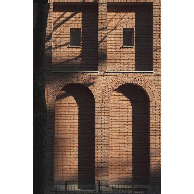 """#Repost @andreadalmartello  #muziomilano #angelicum #polimi  1939 Convento Angelicum Via Moscova/via Bertoni  PARTECIPA a #MUZIOMILANO  Scopri fotografa e condivisi su IG oltre 50 edifici progettati da Giovanni Muzio lungo il Novecento. Da Ca' Brütta alla Triennale.  Vi aspettiamo dal 15 aprile al 10 luglio al Castello Sforzesco di Milano con la mostra """" Ca' Brütta 1921 Giovanni Muzio Opera Prima"""" _________________________  We are waiting from 15 april to 10 july to Milan's Castello…"""