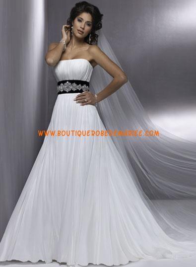 Robe de mariée princesse blanche avec ceinture noire