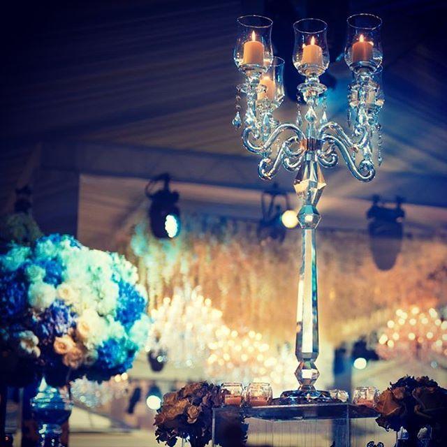 Great wedding setup with candelabras and chandeliers #catering #cena #galadiner #cenadegala #candelabros #decoraciondeeventos #decoraciondebodas #eventos #iluminacion #decoracaodefesta #decoracaodeeventos #jantardegala #luxuryevents #luxuryeventplanner #eventdesign #eventplanning #eventdecoration #eventosdeluxo #lustres bodasdelujo #carpas #weddingdesign #weddingspain #weddingdecor #weddingabroad #destinationwedding #destinationweddings #europeanwedding #candelabra