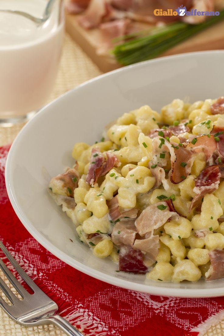 Gli #SPATZLE PANNA e SPECK (spaetzle with speck and cream sauce) sono un primo piatto tipico della #cucina tedesca a cui siamo molto affezionati! #ricetta #GialloZafferano