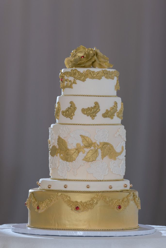 Bespoke The Wedding Event, Regal Red & Gold Wedding, Wedding Cake, Edible Cake Florals