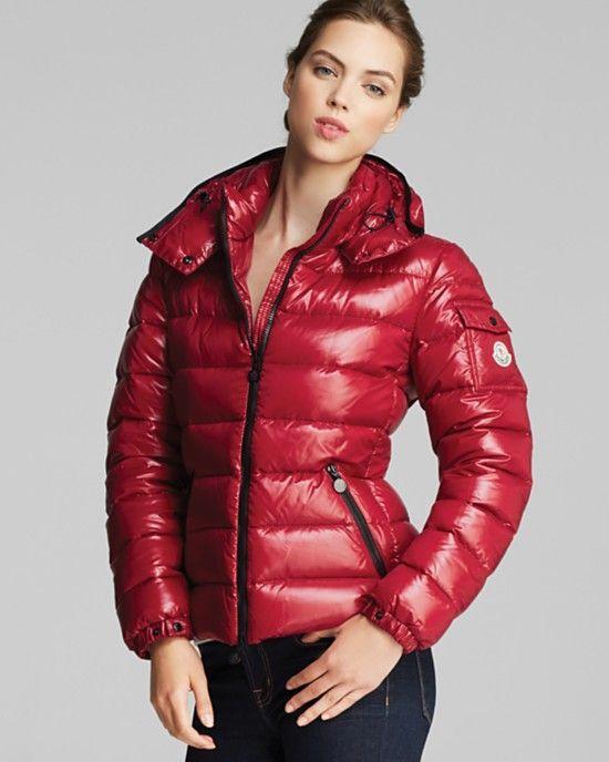 Kışın soğuğundan sizi koruyarak stil sahibi olmanızı sağlayacak kaz tüyü #Moncler montlar bu sezon da yeni modelleriyle sizleri büyüleyecek