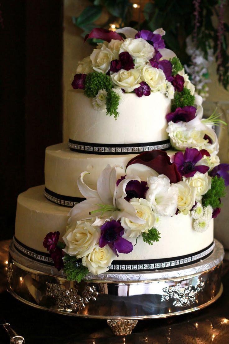3 Tier wedding cake with fresh flowers Wedding cake