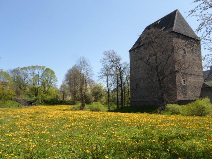 """Wieża książęca w Siedlęcinie jest czynna do zwiedzania codziennie w sezonie (maj – październik) w godzinach od 9:00 do 18:00, poza sezonem (listopad – kwiecień) w godzinach od 10:00 do 16:00. Witamy serdecznie na stronachwieży książęcej w Siedlęcinie orazStowarzyszenia """"Wieża Książęca w Siedlęcinie"""". Wieża książęca w Siedlęcinie jest jednym z najważniejszych zabytków średniowiecznych w …"""