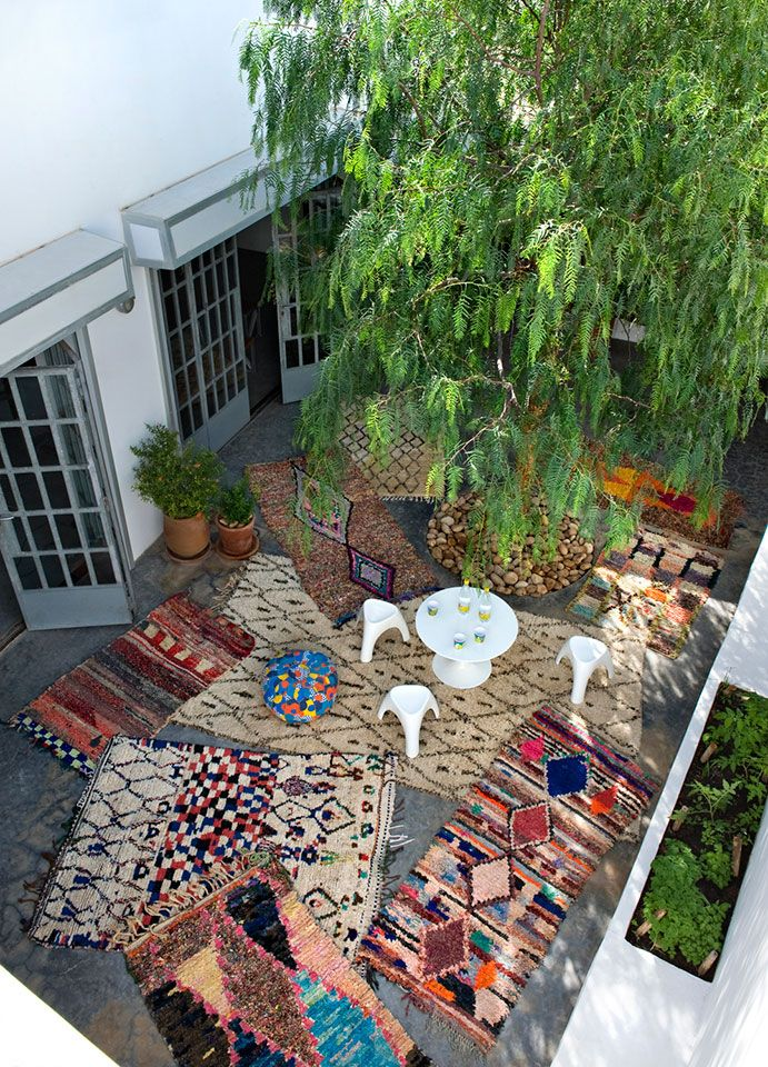 A great outdoor #livingroom with a patchwork of #Beldi #rugs.
