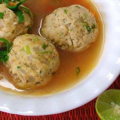 Albóndigas de pescado con caldito / Fish meatballs in broth