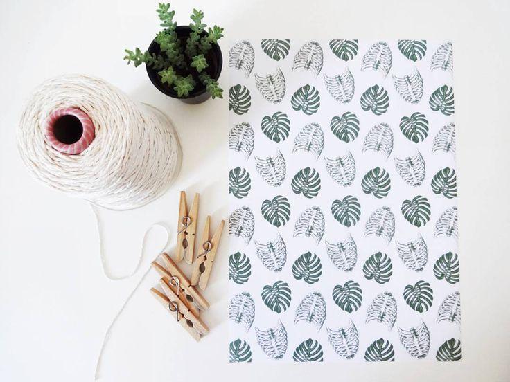 """Pôster de tecido """"Costela de Adão"""" + barbante + prendedor = ❤ Logo mais mostraremos o resultado deste DIY  PS: o pôster está disponível lá no nosso site (link perfil) ilustrado pela @sarah.stehling.design"""