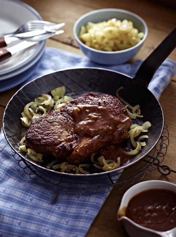 Unser beliebtes Rezept für Express-Steaks in Zwiebel-Whiskey-Soße und mehr als 55.000 weitere kostenlose Rezepte auf LECKER.de.
