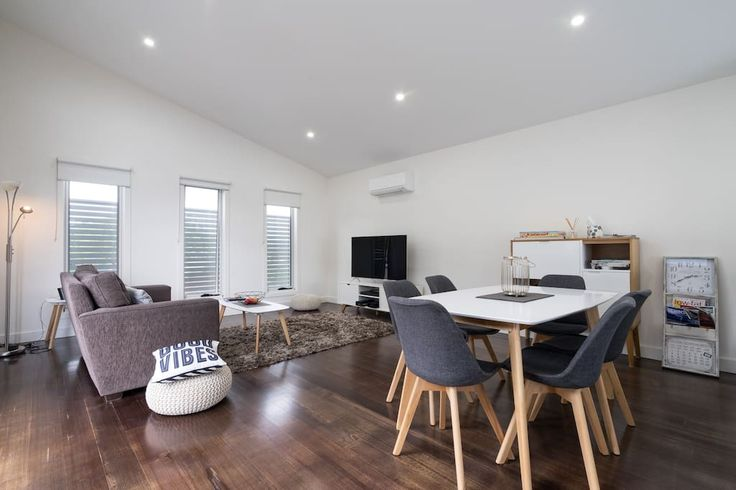 Apartment in Rosebud, Australia. Split across two levels, this reverse living modern terrace has natural light in the living and entertainment areas. The large outdoor terrace is perfect for ending the day with a BBQ underneath the warm sunset. If you like staying close to the be...