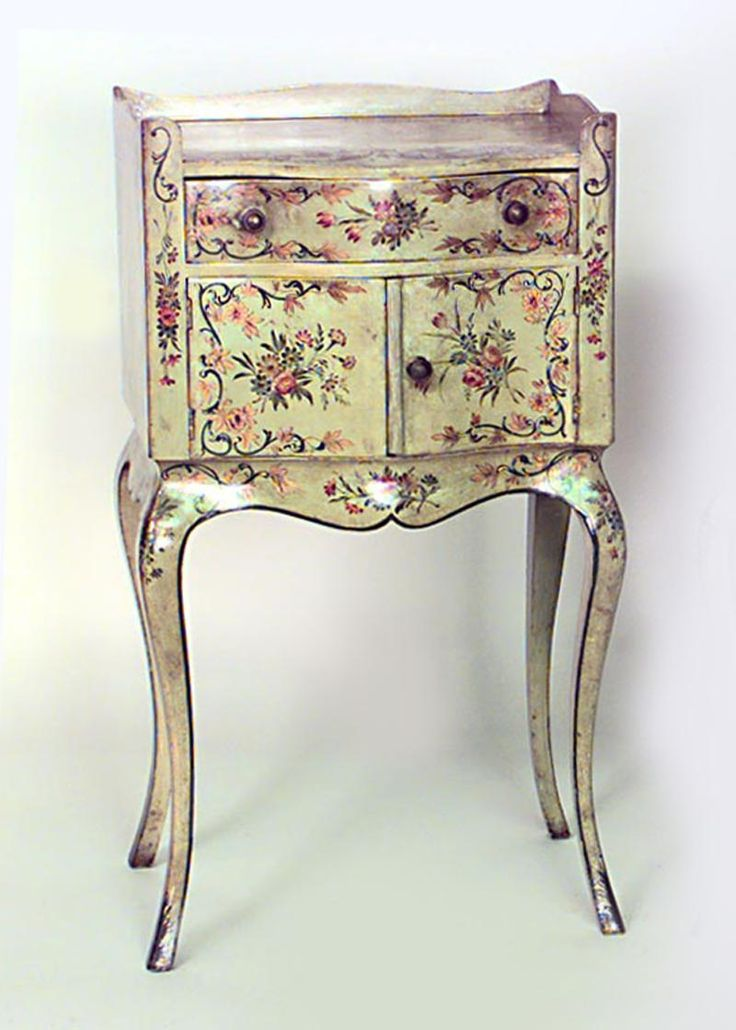 Oh my!!!!   Italian Venetian table bedside table/commode painted
