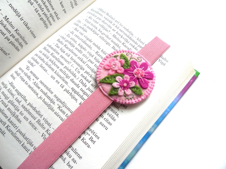 Felt embroidered floral bookmark with elastic binder. What a great idea. So easy to make as a gift.