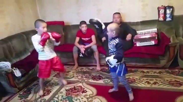 Дети кикбоксеры Правильное воспитание - children kickboxers proper upbri...