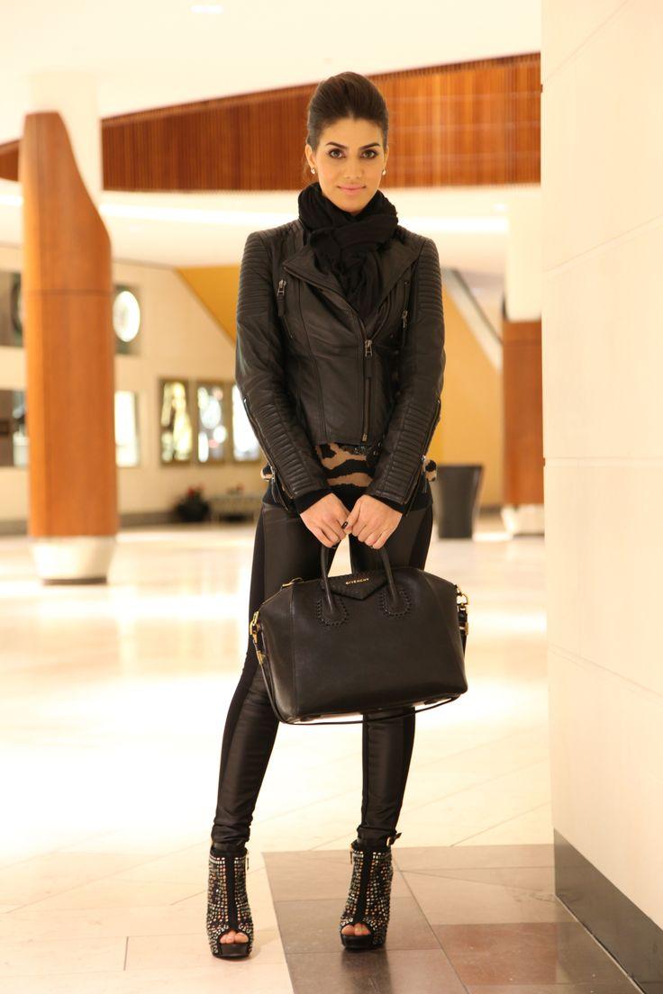 4-feb-13Legging: BCBG / Suéter: Forever21 / Jaqueta: Zara / Botinha: Miezko / Bolsa: Givenchy / Cachecol: Calvin Klein