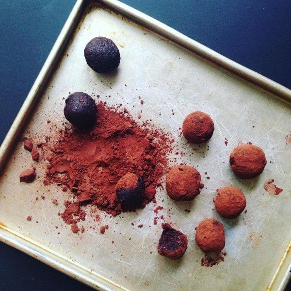Those who follow our blog would know we are obsessed with sweet potato. It's a great source of slow-release carbohydrate, packed full of fibre, vitamins and minerals. These truffles are gre…