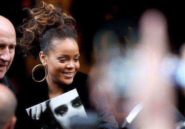 Rihanna Rote Frisuren, Promi-Frisur Bilder Überprüfen Sie mehr unter http://frisurende.net/rihanna-rote-frisuren-promi-frisur-bilder/49414/