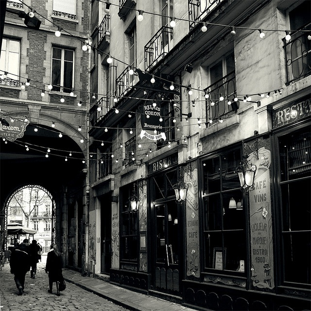 cobblestone streets: Trav'Lin Lights, White Lights, Black And White, Fairies Lights, Paris France, Paris Street, String Lights, Black White, Street Lights