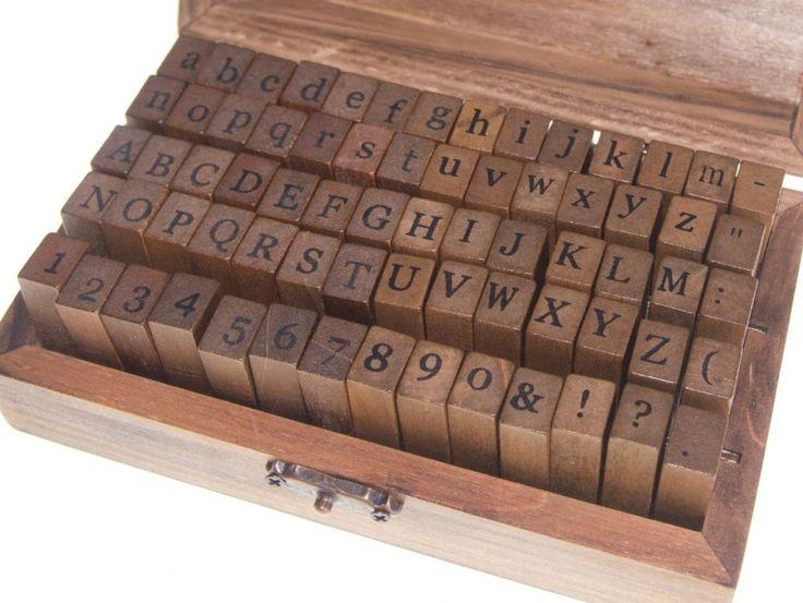Alfabet stempels met cijfers, hoofdletters + kleine letters