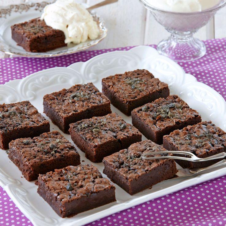 Kladdig kladdkaka med smak av choklad och lakrits.